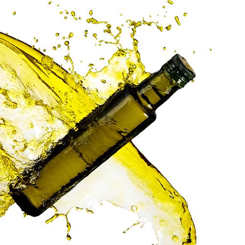 Fiole d'huile plongeant dans l'huile